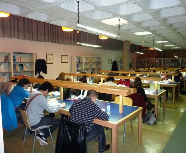 Se ampl a el horario de la biblioteca de la uned for Biblioteca de la uned madrid