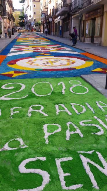 Reconstruidas las alfombras florales para la procesi n del - Alfombras portico ...