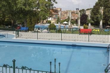 Ya no hace falta llevar libros a la piscina municipal for Piscina municipal camilo cano
