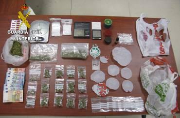 5c6e5765f887 Se ha incautado marihuana preparada para su distribución así como  sustancias y objetos para la preordenación al tráfico de drogas