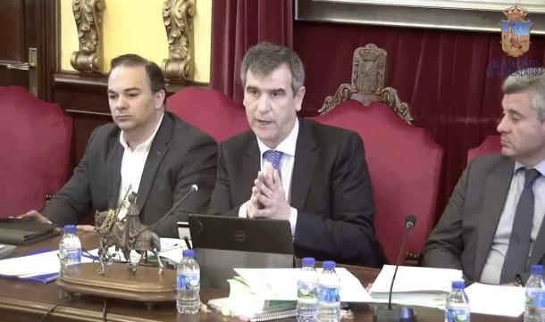 d8953fba604c Antonio Román ha defendido en el pleno la concesión de estas medallas a los  parlamentarios de las cortes constituyentes  GU Diario